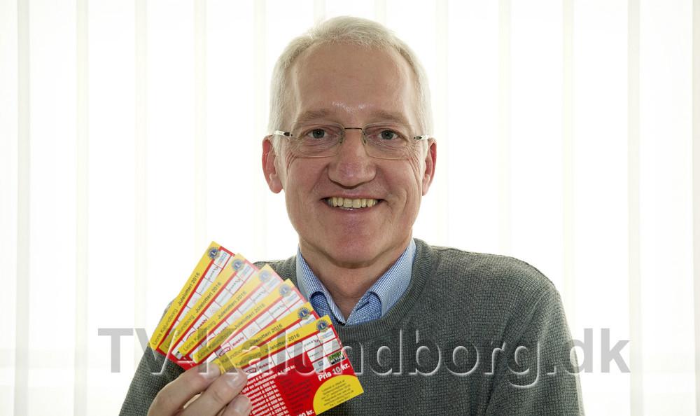 Niels E.Dandanell fra Lions Kalundborg er klar til at skyde julelotteriet i gang. Foto: Jens Nielsen
