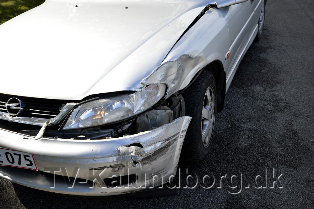 Skaderne på kvindens Opel var minimale. Foto: Jens Nielsen