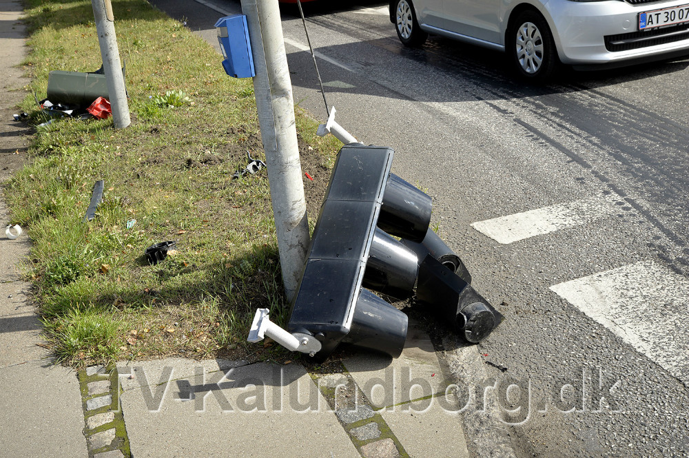 Lyssignalet i krydset blev også ødelagt. Foto: Jens Nielsen