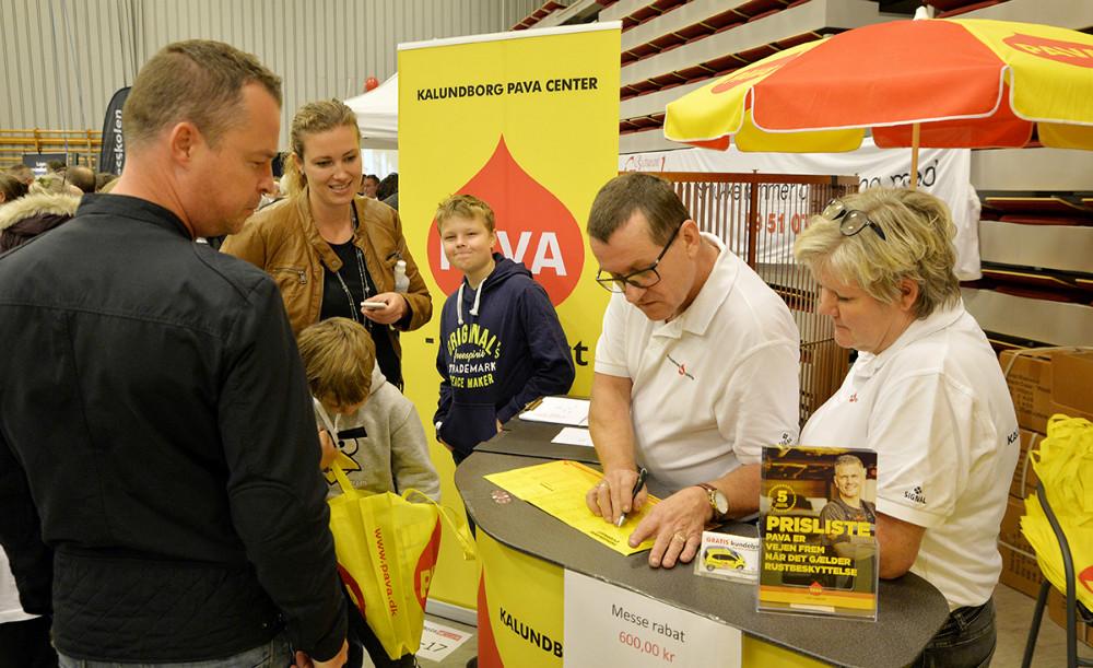 Masser af kunder fik en tid til rustbeskyttelse hos Kalundborg Pava Center. Foto: Jens Nielsen