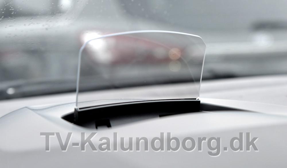 En lille skærm klapper op og viser bilens fart på den nye Renault Scenic. Foto: Jens Nielsen