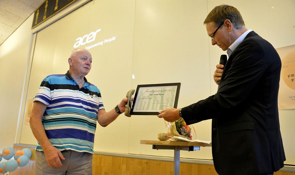 En meget rørt John Frausing Andersen modtog åretsFrivilligprisen 2016. Foto: Jens Nielsen