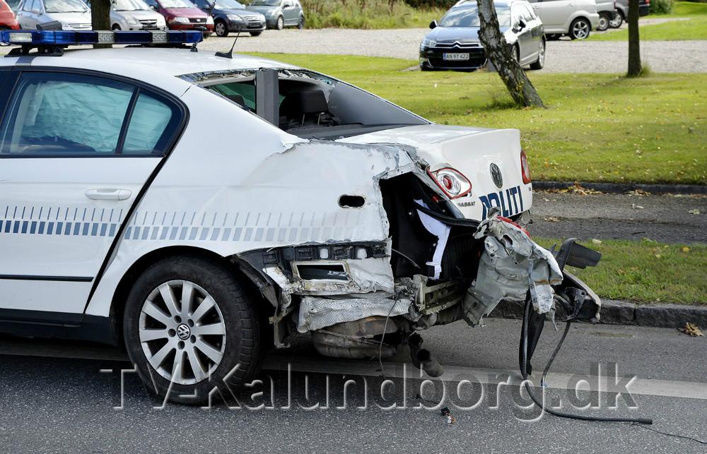 En politibil kørte galt under udrykning mandag eftermiddag. Foto: Jens Nielsen