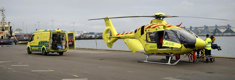 Lægehelikopteren landede på havnekajen ud for Kalundborgegnens Erhvervsråd mandag eftermiddag. Foto: Jens Nielsen