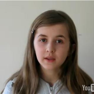 12-årig pige med ben i næsen