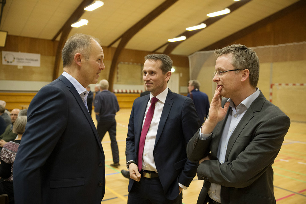 Borgmester Martin Damm i snak med finansminister Kristian Jensen og spidskandidat til regionsrådesvalget, Jacob Jensen. Foto: Jens Nielsen