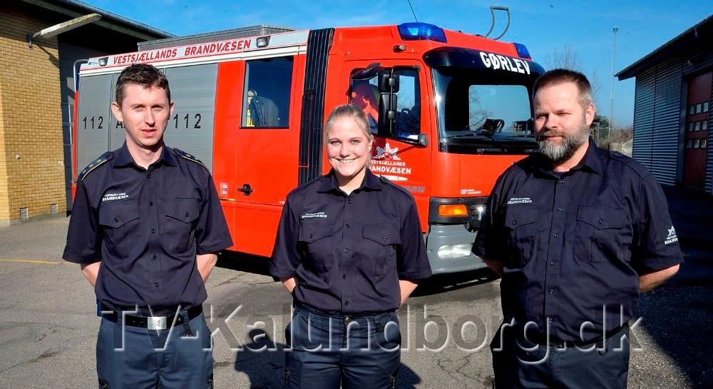 Fra venstre, stationsleder Morten Hansen, Janni Jensen og mentor for Janni, Tom Koustrup. Foto: Jens Nielsen