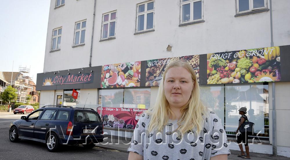 Sabine Emilie Nielsen, Kalundborg. Hendes lejlighed ligger lige over kiosken. Foto: Jens Nielsen