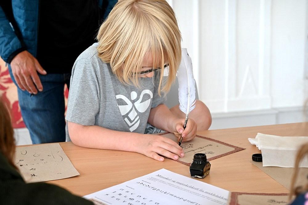Koncentration i ridderskolens skrivestue. Foto: Jens Nielsen
