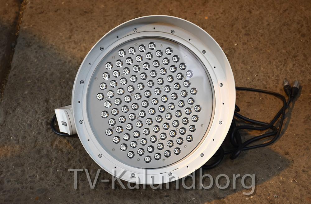 En af de specielle lamper, der skal bruges til at sætte lys på masterne på Gisseløre til jul forhåbentlig. Foto: Gitte Korsgaard.