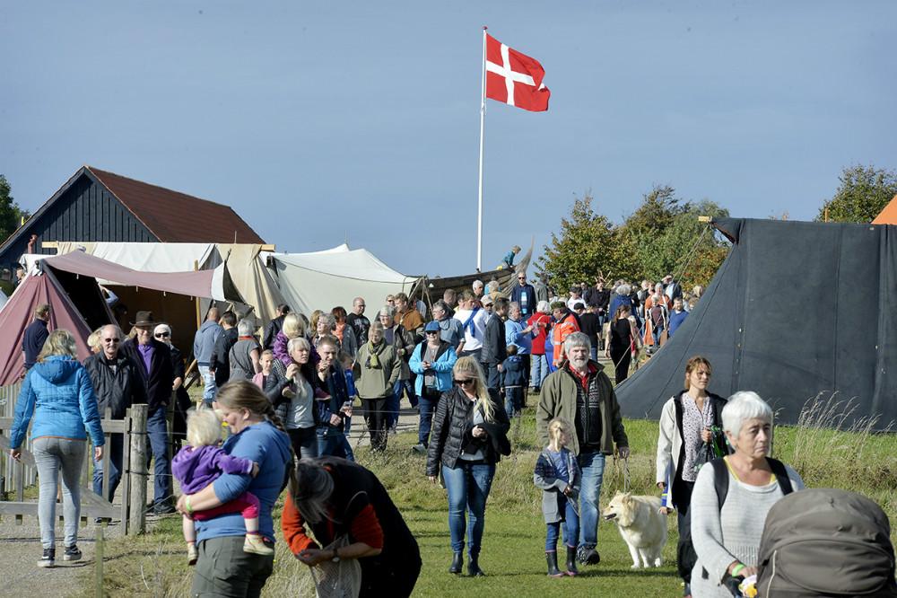 Der var rigtigt mange som havde fundet vej til Vikingemarkedet. Foto: Jens Nielsen