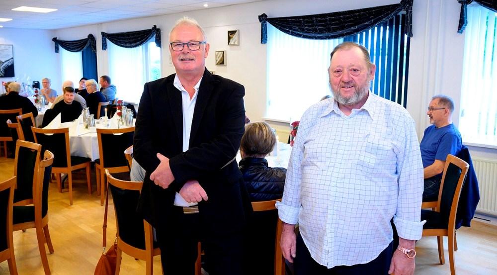 Jubilar Jens Philip Jensen, tv, sammen med bestyrelsesformand Kim Rasmussen. Foto: Jens Nielsen