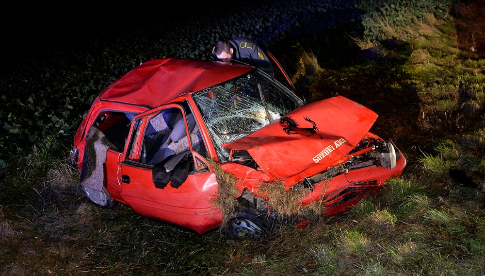 Redningsmandskab blev kaldt til Slagelse Landevej fredag aften, hvor en bil var rullet rundt. Foto: Jens Nielsen