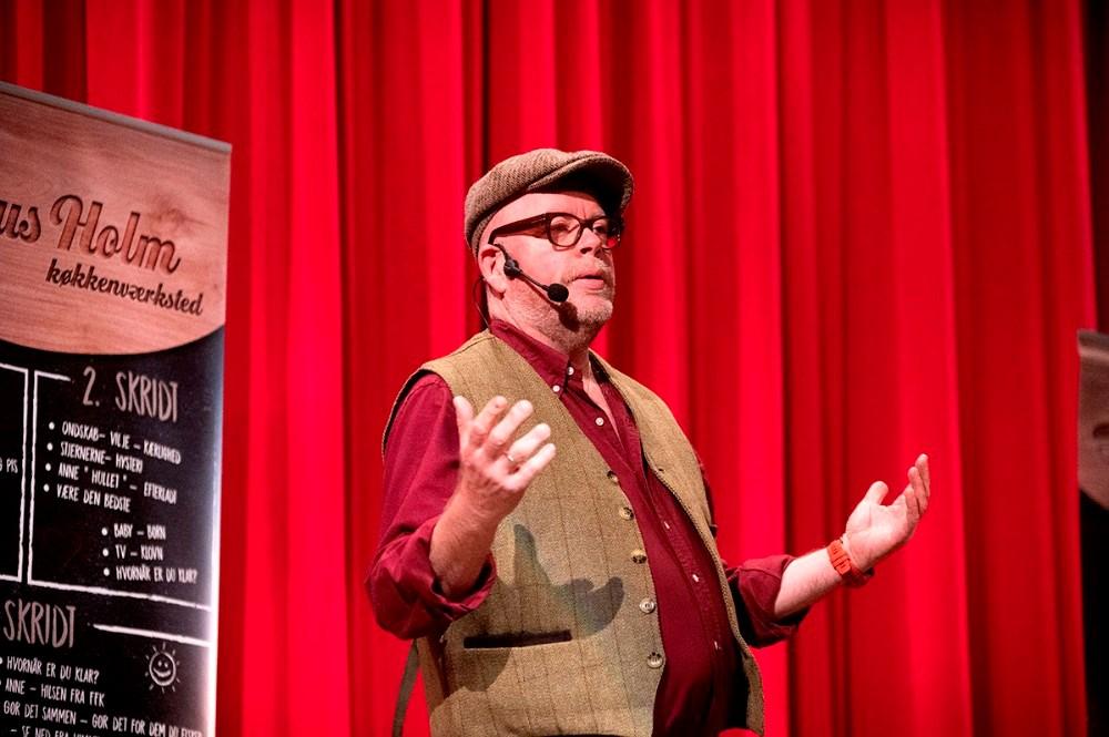 TV-kok Claus Holm på scenen i Kino den Blå Engel. Foto: Jens Nielsen
