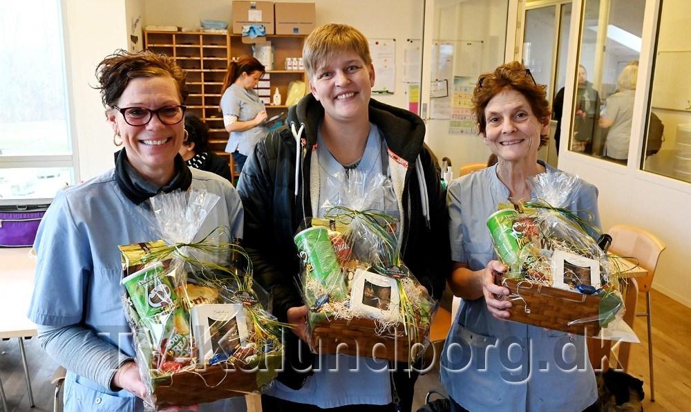 Birgitte Ringsing, Tanja Pedersen og Liselotte Christensen blev torsdag kåret som årets medarbejder og kollega. På billedet mangler Marianne Sejling, som var forhindret. Foto: Jens Nielsen