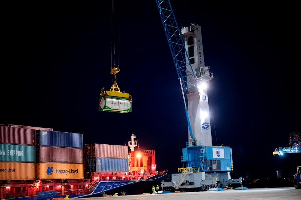 Her bliver den allerførste container løftet i land på Ny Vesthavn. Foto: Jens Nielsen