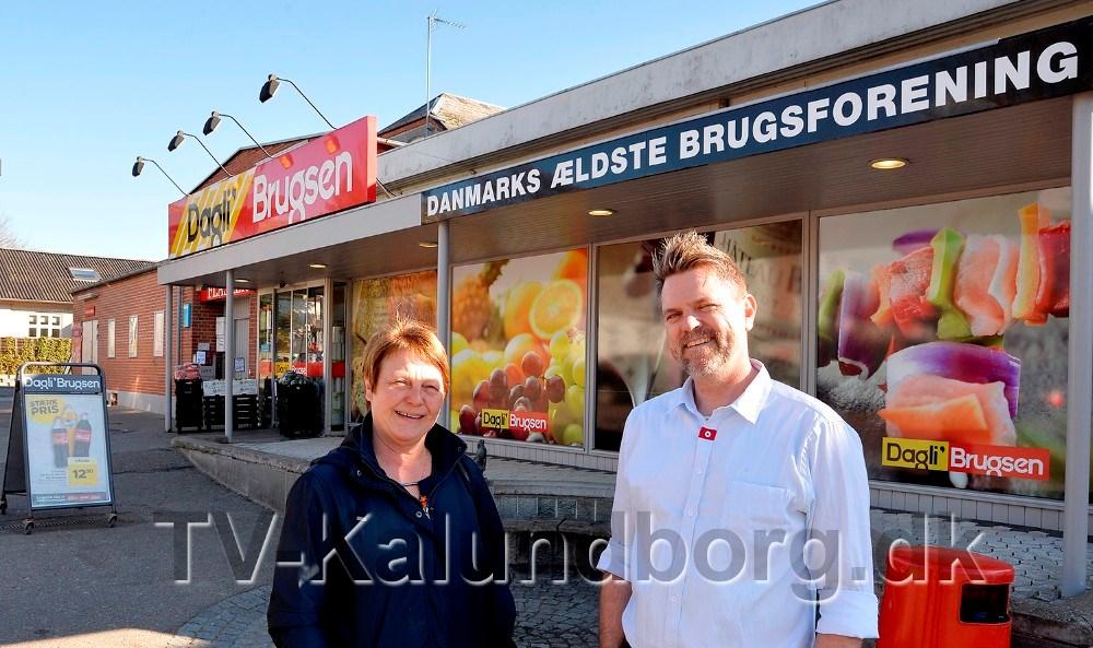Bestyrelsesformand Gitte Mortensen sammen med uddeler Jimmie Rasmussen. Foto: Jens Nielsen