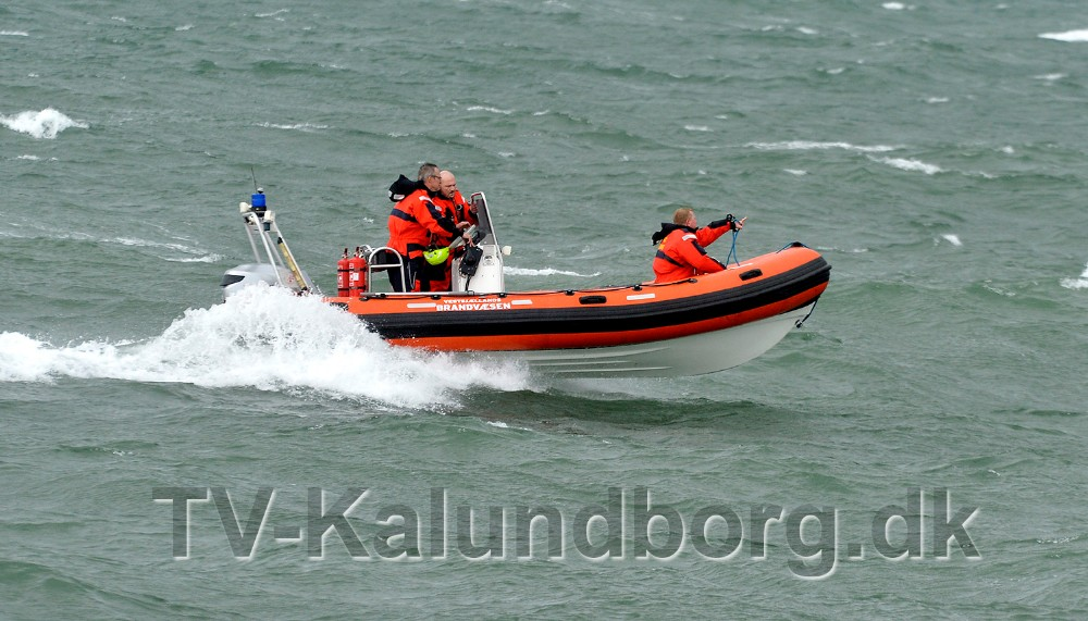 Redningsbåden fra Vestsjællands Brandvæsen hentede fiskebøjen. Foto: Jens Nielsen