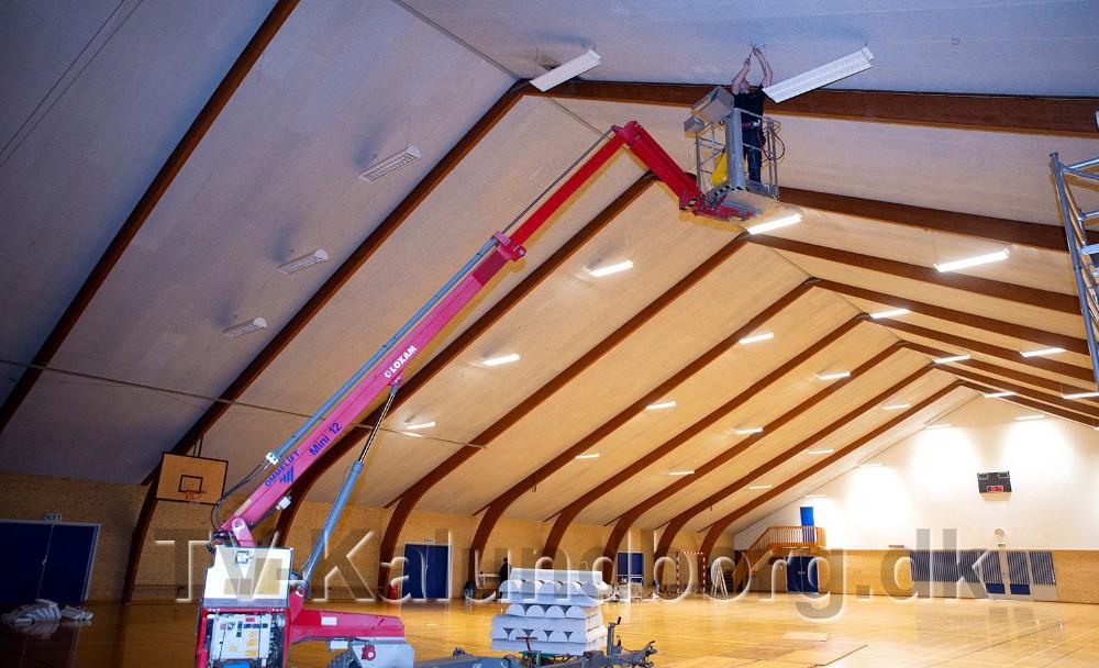 Werths El har stået for arbejdet med at skifte de gamle lysstofarmaturer til nye moderne LED lamper. Foto: Jens Nielsen