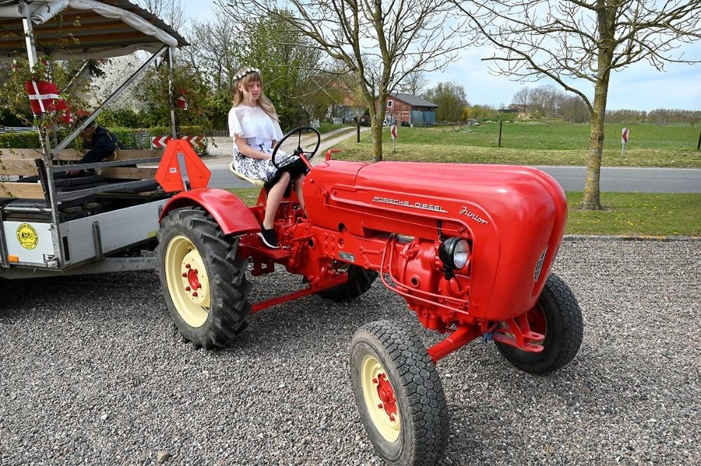 Anne Lodall Noe på sin flotte Porsche traktor. Foto: Jens Nielsen