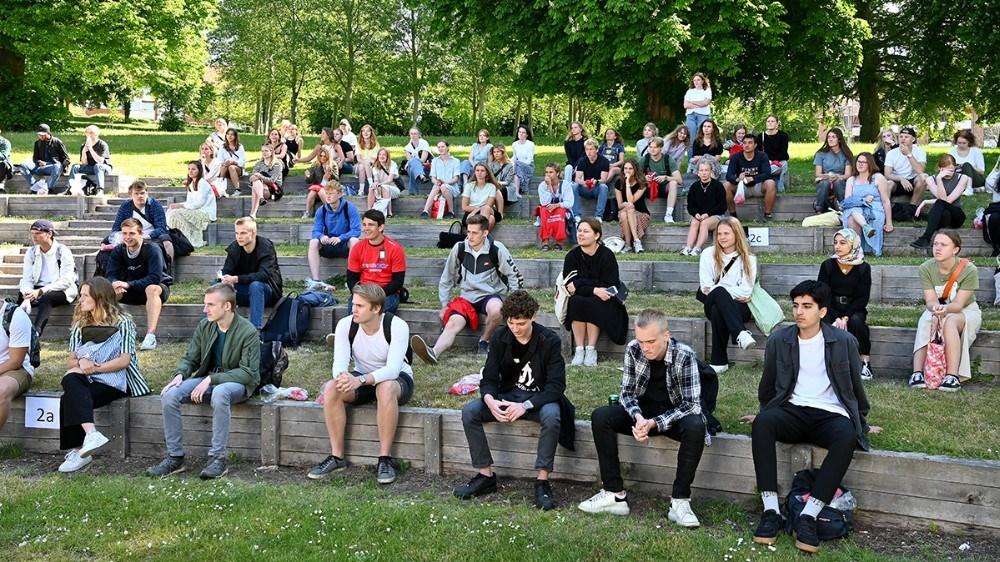 De mange elever til fælles instruktion inden bevægelsesdagen. Foto: Jens Nielsen
