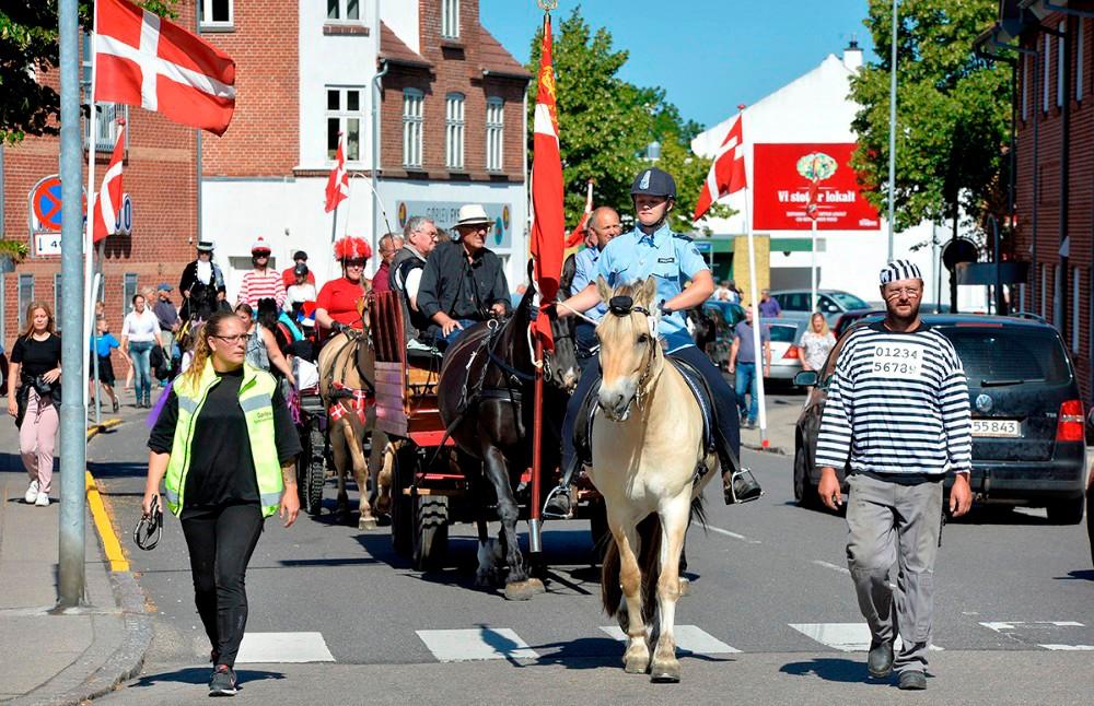 Traditionen tro starter hesteskue og kræmmermarkedet med et optog gennem Gørlev. Foto: Jens Nielsen