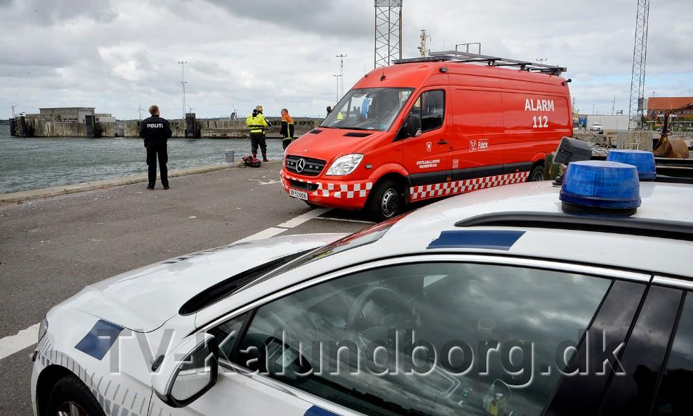 Politi og dykkere mødte op på Kalundborg Havn tirsdag formiddag. Foto: Jens Nielsen