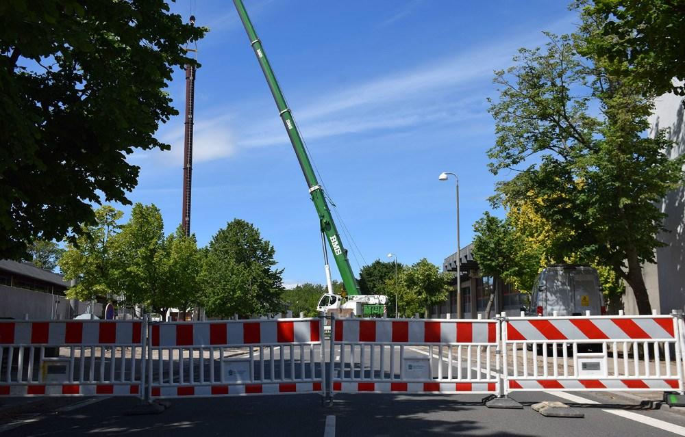 Den 30 m lange skorsten er kommet hertil fra Varde.Foto: Gitte Korsgaard.