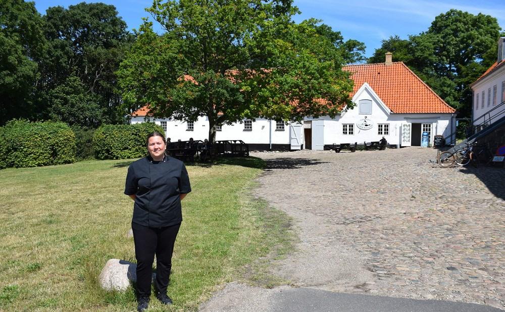 Mathilde Thrysøe er daglig leder af Café Edderfuglen på Røsnæs. Foto: Gitte Korsgaard.