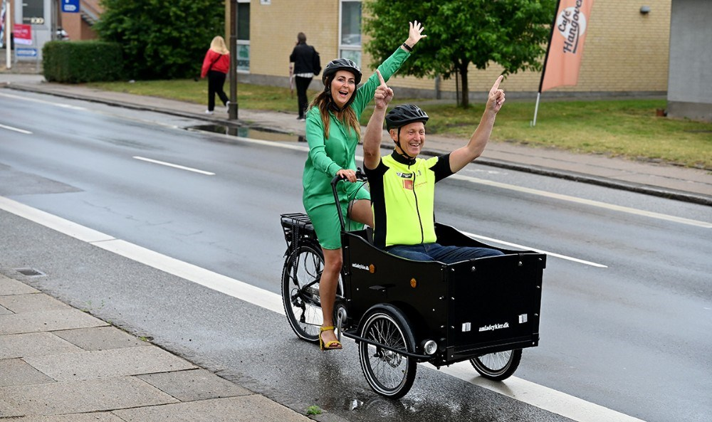 Cathrine Sinding i den grønne pointtrøje og med Martin Damm i ladcyklen, markerede at der er præcis et år til Tour de France kommer gennem Kalundborg Kommune. Foto: Jens Nielsen