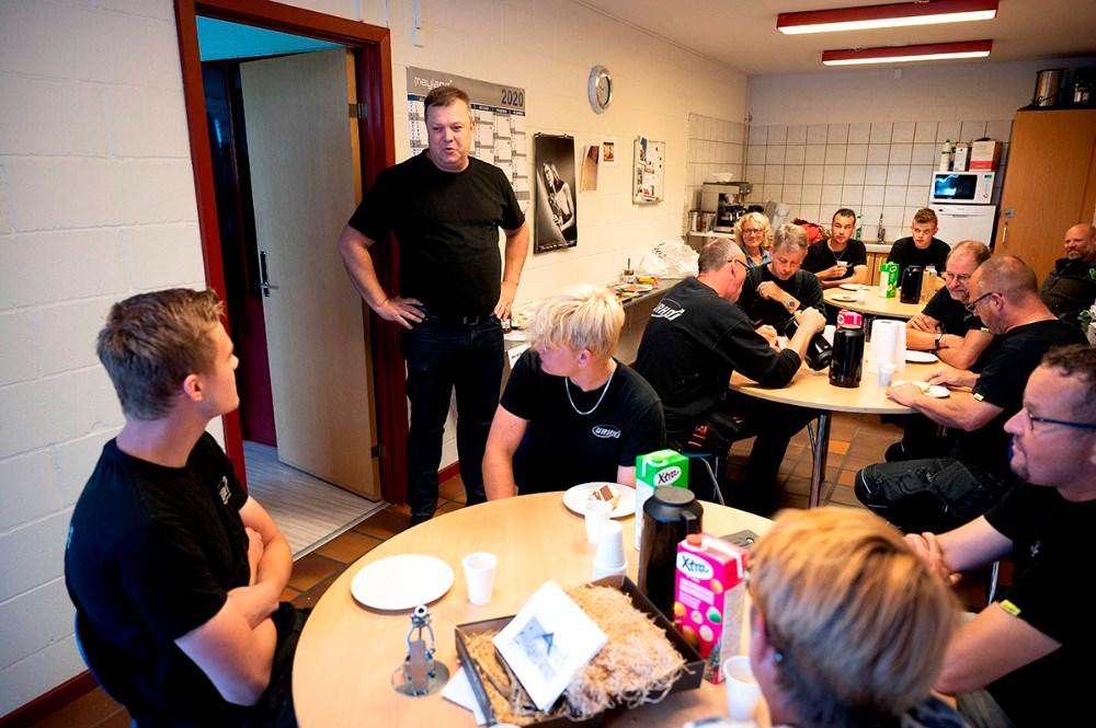 Tom Johansen holdt tale for Mads.  Foto: Jens Nielsen