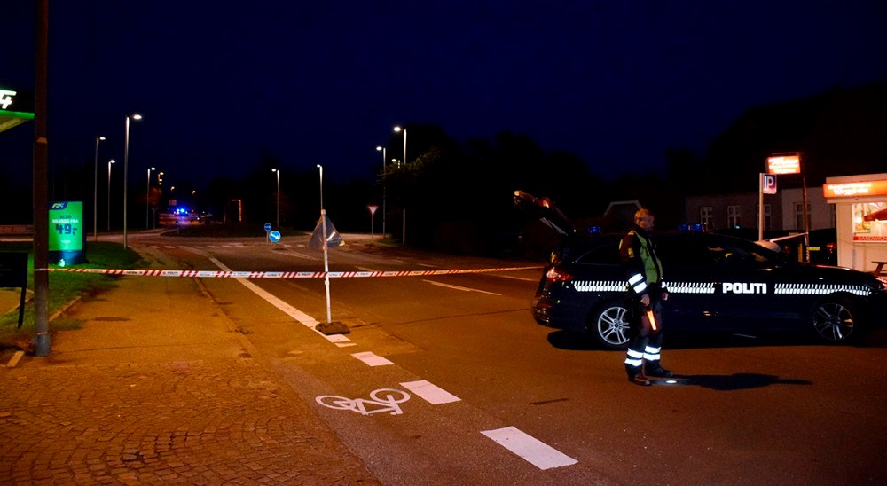 Skudepisode ved rundkørslen ved Meny i Kalundborg her til aften betyder, at rundkørslen er afspærret lige nu ud af alle vejeaf politiet. Foto: Gitte Korsgaard