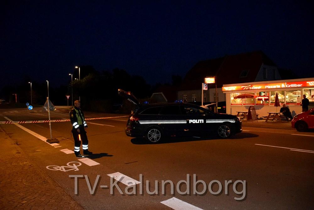 Skudepisode lørdag aften resulterede i, at politiet afspærrede området omkring rundkørslen ved Holbækvej og Nørre Alléi Kalundborg. Foto: Gitte Korsgaard.