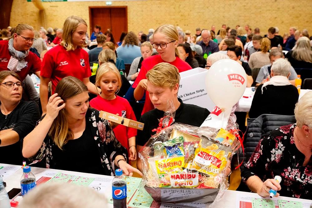 Der var omkring 1000 præmier til en samlet værdi af 120.000 kr. til søndagens Bingo-show. Foto: Jens Nielsen