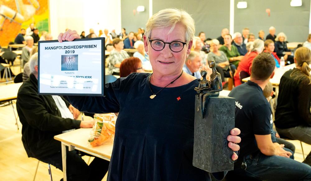 Else Marie Jespersen fra Multikulturelt Netværk Kalundborg med Mangfoldighedsprisen. Foto: Jens Nielsen