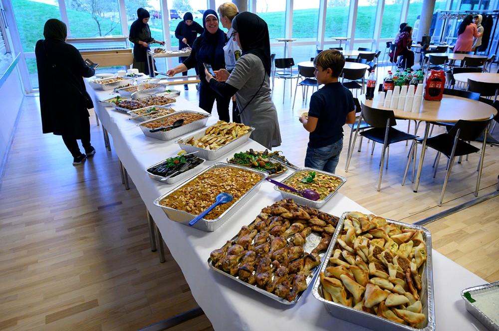 Maden var tilberedt af Kulturel Kvindeforening i Kalundborg. Foto: Jens Nielsen