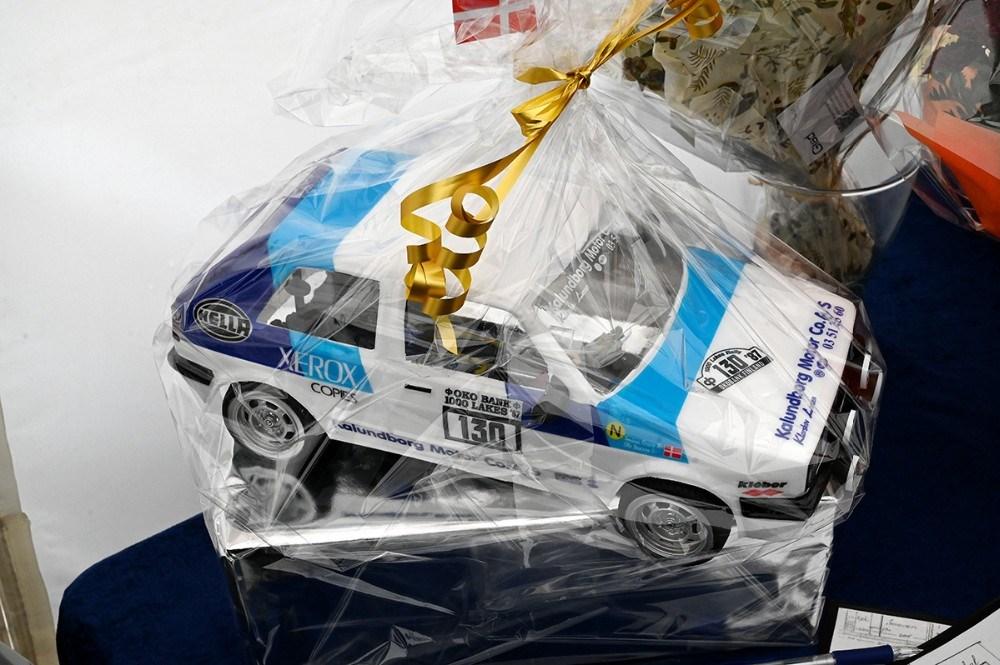 En af de mange gaver var en fjernstyret Golf, magen til den Ole Jensen vandt sin klasse med til det finske VM rally i 1987. Foto: Jens Nielsen