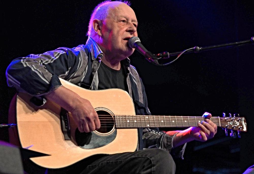 Henning Stærk giver koncert i Gimle den 18. november.