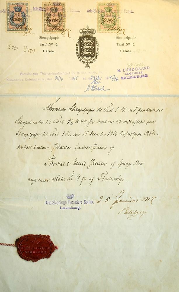 Det 100 år gamle dokument som viser huskøbet på Kåstrupvej. Affoto: Jens Nieslen