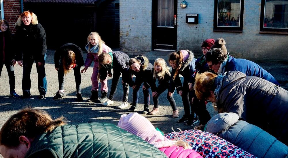 Spejder for en dag startede med fællessang for at ryste deltagerne sammen. Foto: Jens Nielsen