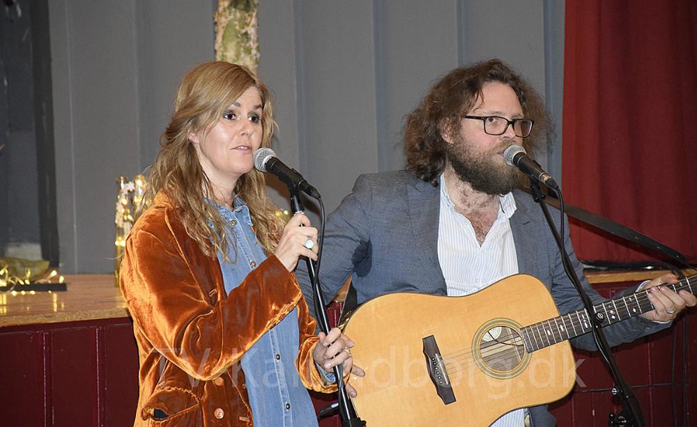 Lone Wernblad og Benjamin Aggerbæk spillede  ´Nordens Dybe Blå´ for publikum. Foto: Gitte Korsgaard.