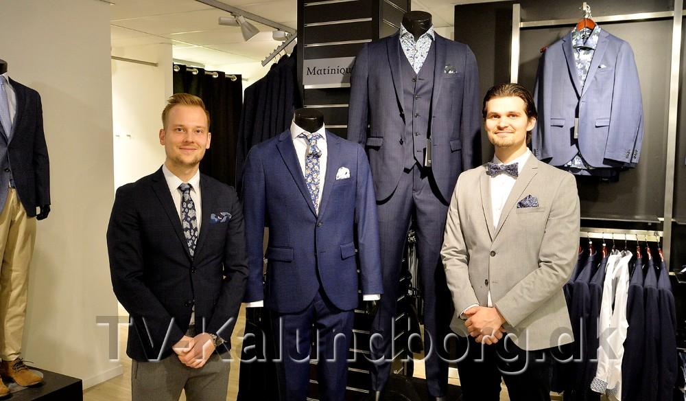 Martin Jakobsen og Mikkel Thisgaard, Bech Menswear, med et par flotte habitter fra Matinique. Foto: Jens Nielsen