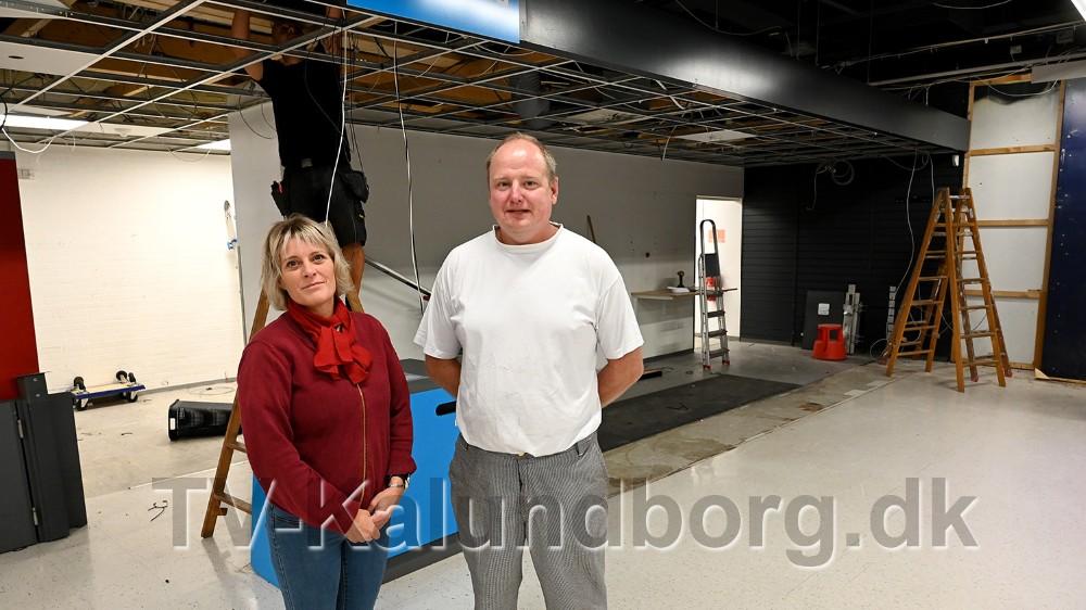 Varehuschef Kirsti Thygesen og bagermester Tommy Jensen foran det som fremover skal være den nye bagerafdeling. Foto: Jens Nielsen