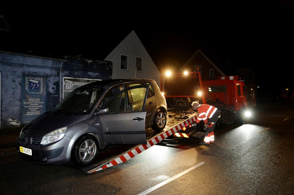 Flere biler måtte køres væk på ladet af en autotransporter. Foto: Jens Nielsen
