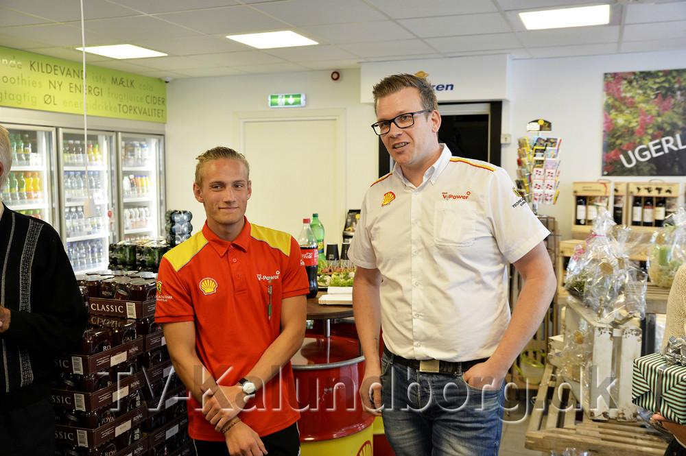 Morten Weise sammen med den nye butikselev Lucas Westergaard. Foto: Jens Nielsen