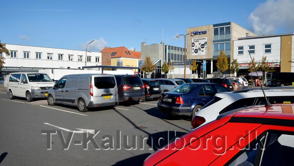 Den tidsbegrænsede parkering ophæves flere steder i Kalundborg, bl.a.på P-pladsen i Vænget. Foto: Jens Nielsen