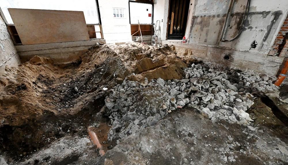 Lige nu ligner det bare et hul i jorden, men inden længe bliver det til en helt ny biografsal. Foto: Jens Nielsen