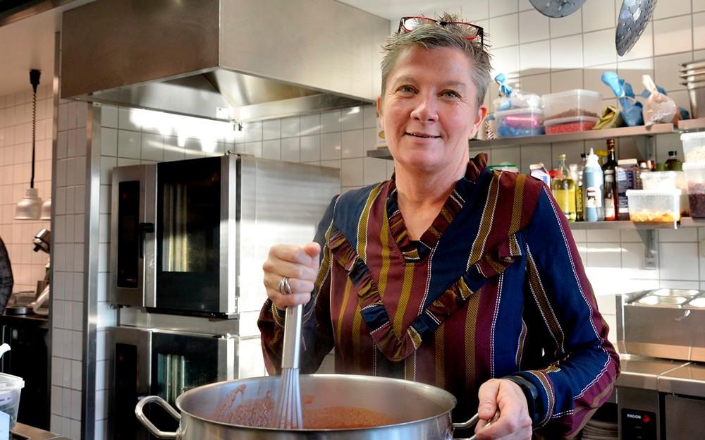 Tina Thrysøe, indehaver af firmaet 'Fra Chili til Safran' og forpagter af køkken og café på Dyrehøj Vingård på Røsnæs. Foto: Jens Nielsen