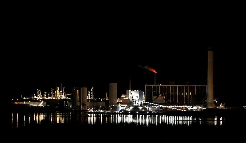 Asnæsværket og Equinor by night. Foto: Jens Nielsen
