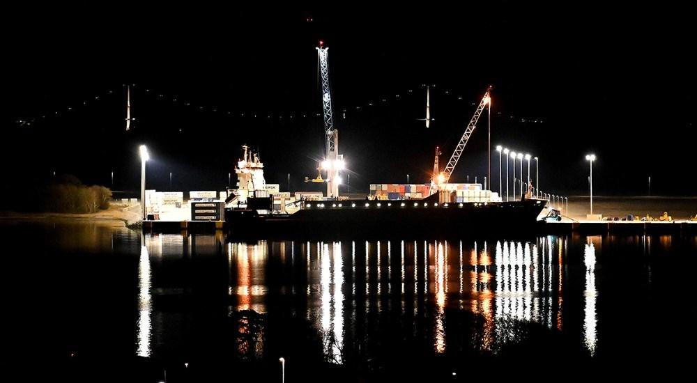 Flot lys over Ny Vesthavn lørdag aften. Bemærk pylonerne på Storebæltsbroen i baggrunden. Foto: Jens Nielsen